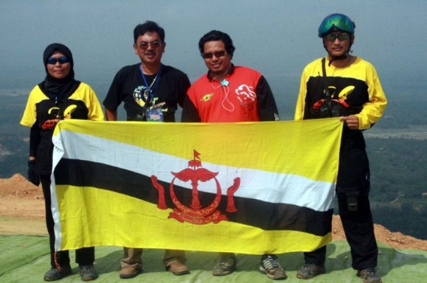 brunei paragliding team in Bahau Malaysia